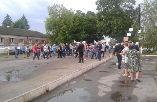 Селяни на підтримку заарештованого депутата облради перекрили трасу