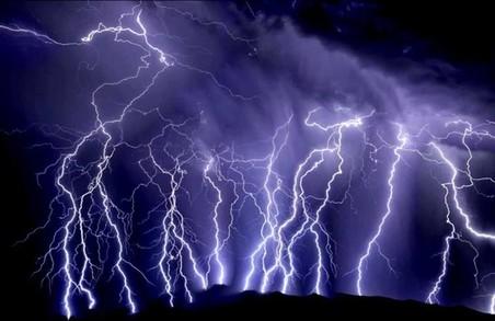 По селах розбушувалися блискавки. Людина постраждала