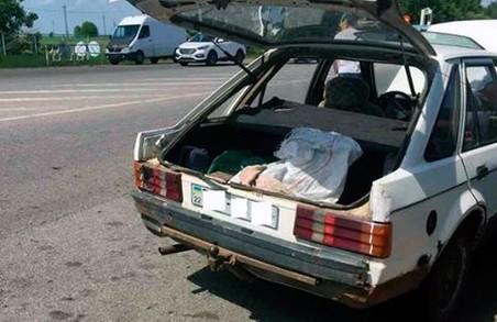 Затримано сумнівну автівку/ Фото