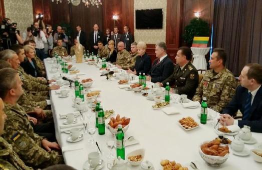 Президенти зустрілися з воїнами АТО