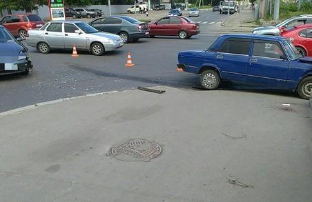 У центрі Харкова - аварія з двома автомобілями