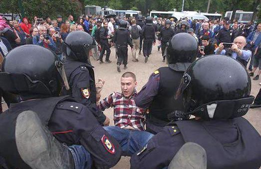День Росії у Росії: ОМОН хапає невдоволених / ФОТО, ВІДЕО