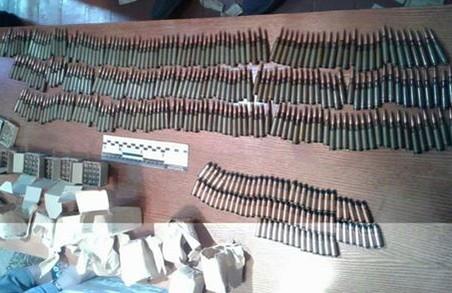 """Екс-силовик """"колекціонував"""" вдома набої до автоматів та пістолетів"""