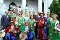 Приємно вітати всіх на фестивалі, де кожен може насолодитися творчістю народних колективів та майстрів – Світлична