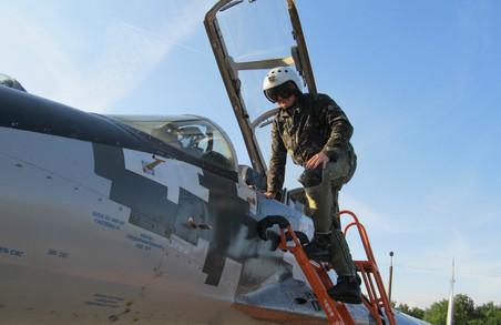 Випускники ХНУПС здійснили свої перші самостійні польоти на МіГ-29