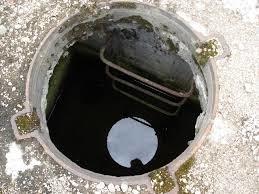 Хоробрі харків'яни, незважаючи на травми, навчилися самостійно вилазити з глибоких каналізаційних люків