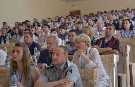 Поліцейські проводять семінар для журналістів по свободі слова
