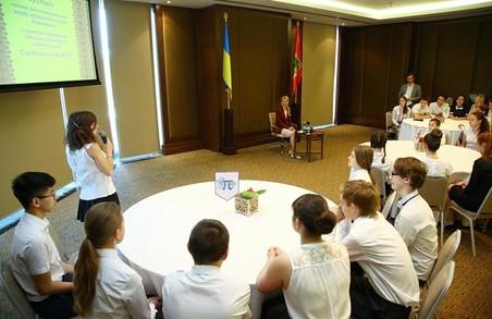 Ми пишаємося нашими переможцями, молодими і талановитими - Світлична школярам