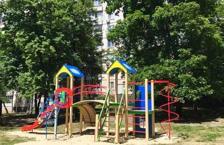 Депутат міськради від «Солідарності» встановив дитячий майданчик