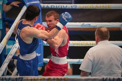 """Українським боксерам на Чемпіонаті Європи вдалося здобути три """"золотих"""" медалі: фоторепортаж"""