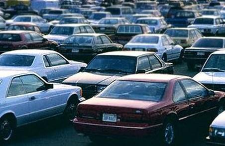 """Власників авто можуть """"екологічно""""  оподаткувати"""