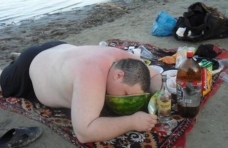 Рятувальники не радять харків'янам пити горілку на пляжах