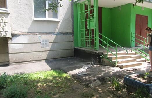 Однорічна дівчинка випала з 4 поверху будинку на проспекті Перемоги
