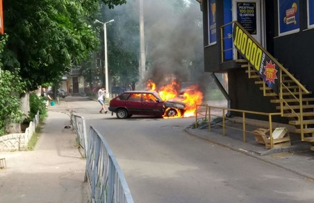 Згоріла автівка, загиблій пішоход: ДТП у Харкові за добу / ФОТО, ВІДЕО