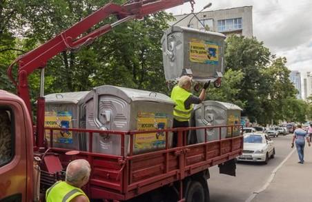 Комунальники почали встановлювати євроконтейнери для сміття у Шевченківському районі