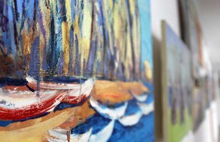 «Дві сестри, два моря»: в Харкові стартувала виставка морських пейзажів