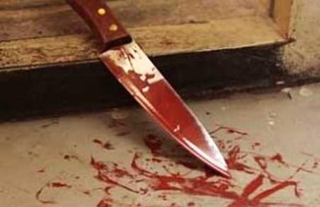 Пенсіонер встромив ножа в живіт молодику за образу