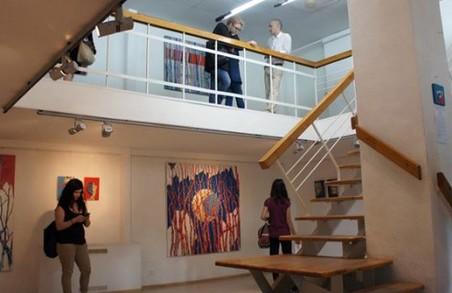 У муніципальній галереї пройде виставка робіт випускниць Школи сучасного мистецтва
