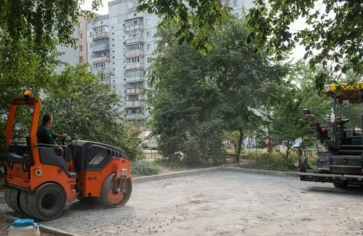 На Салтівці ремонтують внутрішньоквартальні дороги