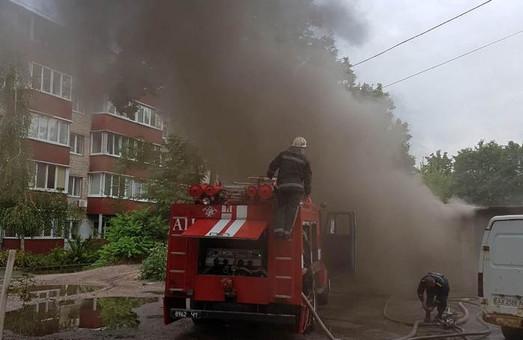 П'ятниця, 14-те: на вулиці Яроша згоріли гаражі / ФОТО