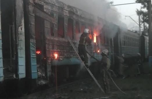 У Харкові згоріли списані вагони електропотягу