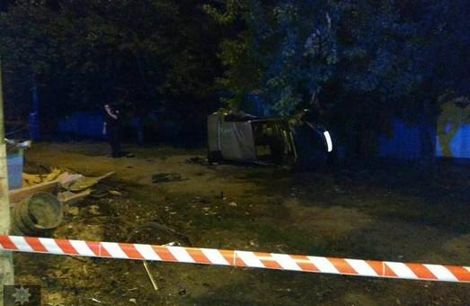 У Харкові  BMW зіткнувся зі стовпом: є загиблі та поранені (ФОТО)