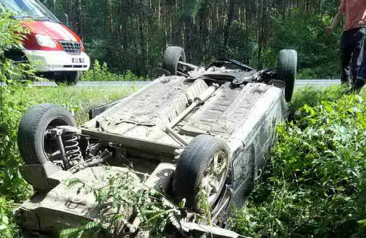 В ДТП під Харковом загинула людина, ще одна була травмована (ФОТО)