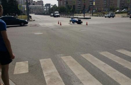 На проспекті Гагаріна в Харкові - ДТП з мотоциклом