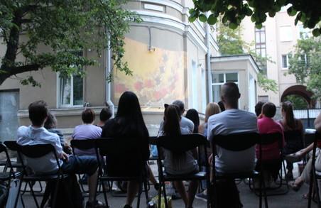 Як відвідувачі музею «Енеїду» просто неба дивились