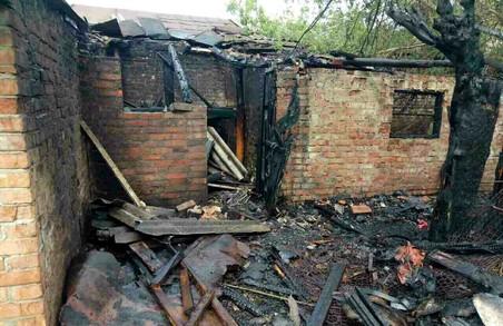 Селяни під Харковом заради економії випадково спалили власну садибу