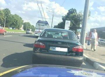 Затримано автомобіль з сумнівними документами/ Фото