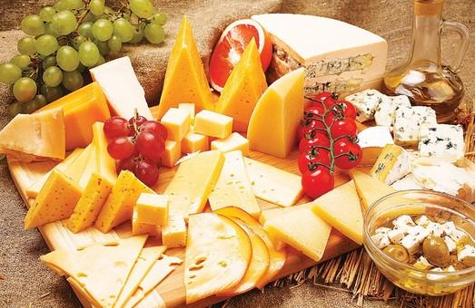 Сироробний завод у Великому Бурлуку запустить лінійку нових видів сирів - Світлична