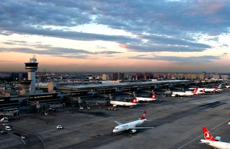 Доліталися: у Стамбулі два літака не поділили ВПП