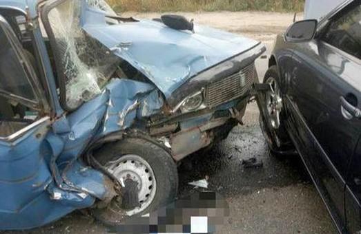 У лобовому зіткненні на Сімферопольському шосе ніхто не постраждав, тільки водій мопеда в реанімації: ДТП у Харкові за добу / ФОТО