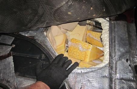 На Харківщині затримали нелегальний сир