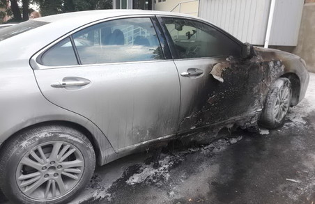 У Харкові палав Lexus ES 350 (ФОТО)
