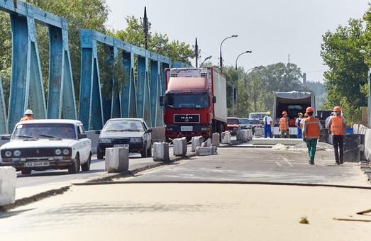 Рух по мосту в Ізюмі призупинять через ремонтні роботи