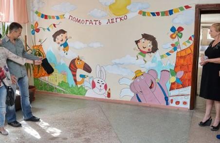 Волонтери намалювали казкову картину для хворих дітей