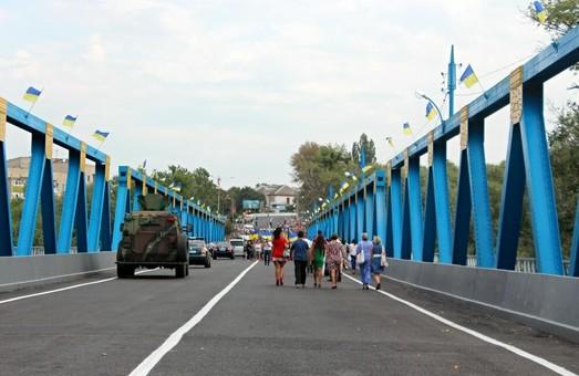 Десятиліттями дороги нагадували мінне поле - Порошенко/ Фоторепортаж