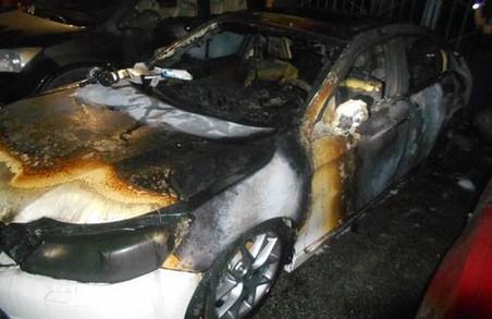 На Ільїнській згоріла автівка вартістю в кілька мільйонів гривень