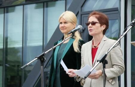 Посол США відзначила ефективність співпраці зі Світличною