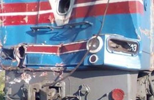 Селянин на КАМАЗ-і частково перервав залізничне сполучення під Харковом/ Фото