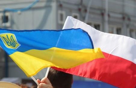 За працю українців у Польщі введуть податок  майже 100 доларів