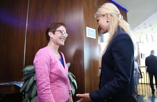 Світлична та Посол США в Україні Марі Йованович зустрілися напередодні економічного форуму у Харкові/ Відео