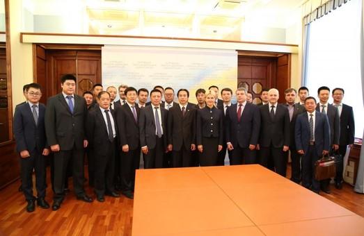 Ми зацікавлені в пошуку нових партнерів - Світлична - послу КНР