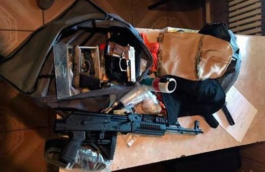 Копи продовжують вилучати незаконну зброю