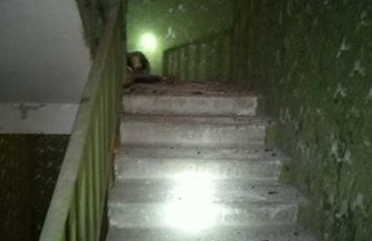 На сходах будинку на  Махночанській  вибухнула граната / Фото