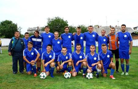 Сільській футбольній команді Харківська «Солідарність» подарувала нову форму
