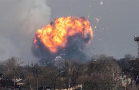 Тенденція вибухів на військових складах містить загрозу для національної безпеки - Порошенко/ Відео