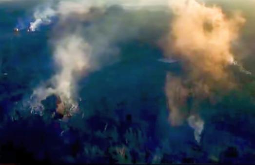 Гасіння пожежі у Калинівці засняли з літака /ВІДЕО